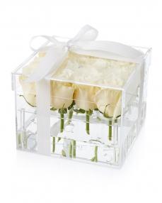 Acrylic box 15 white roses
