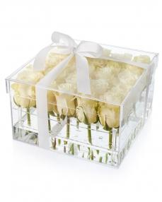 Cutie acrilica 25 trandafiri albi