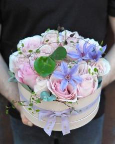 Cutie cu 15 trandafiri roz