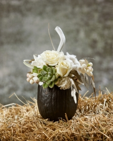 Floral arrangement Black and white
