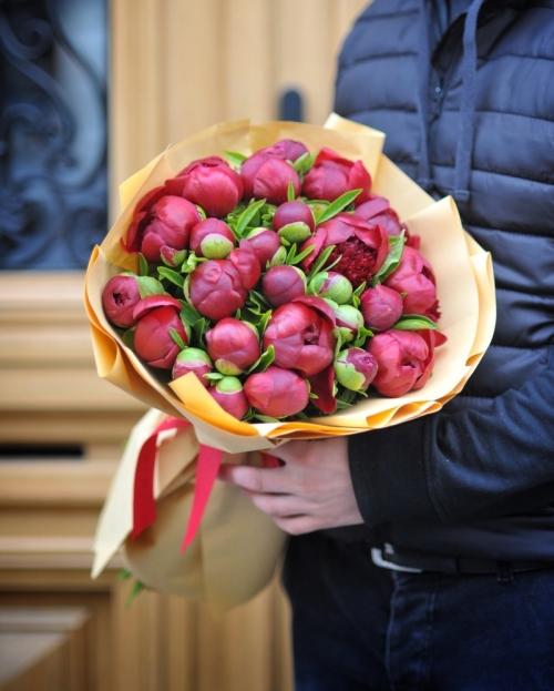 Buchet 25 bujori rosii