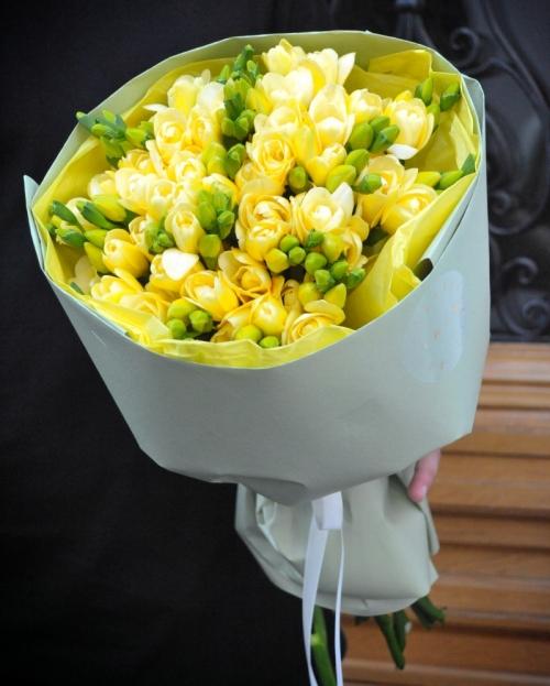 Bouquet 25 yellow freesias