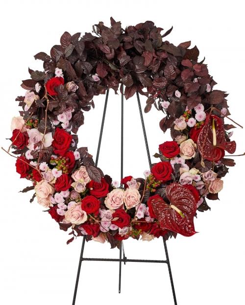 Coroana funerara cu trandafiri si santini