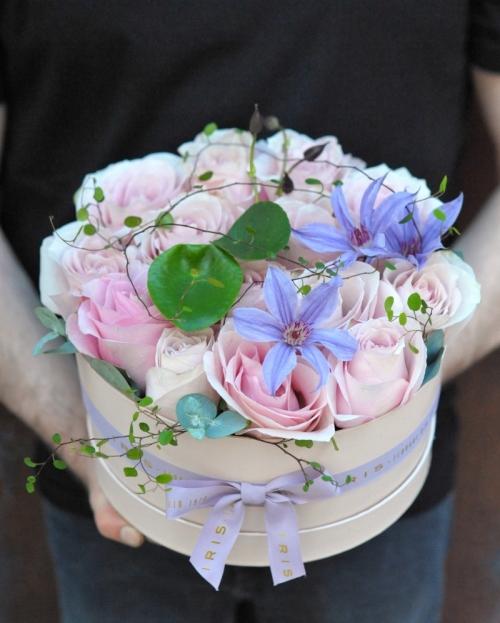 Aranjament floral Cutie cu 15 trandafiri roz