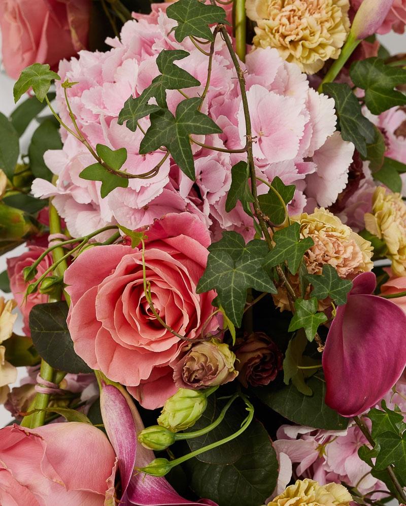 Aranjament funerar cu hortensia, cala si trandafiri