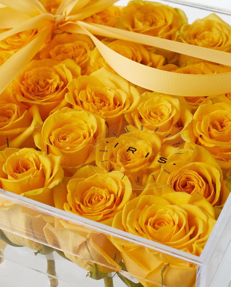 Cutie acrilica 25 trandafiri galbeni